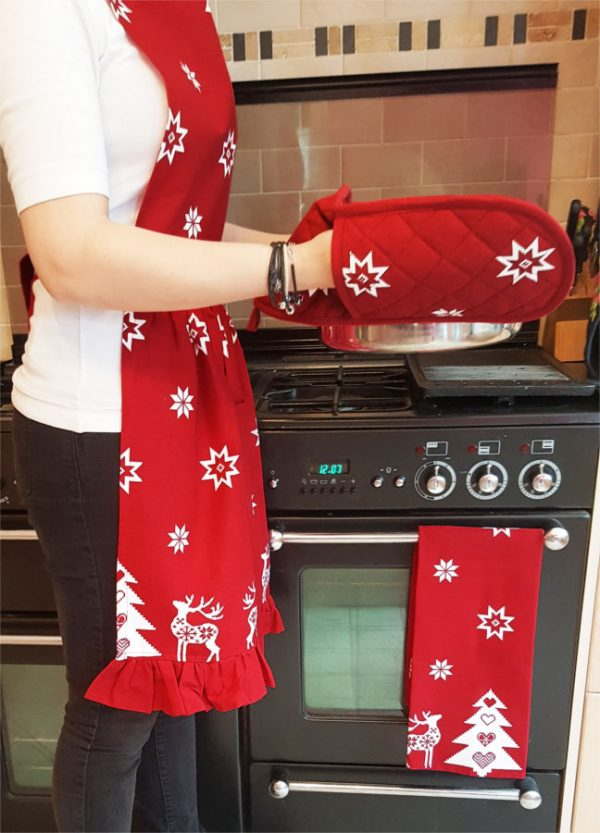red-christmas-oven-gloves