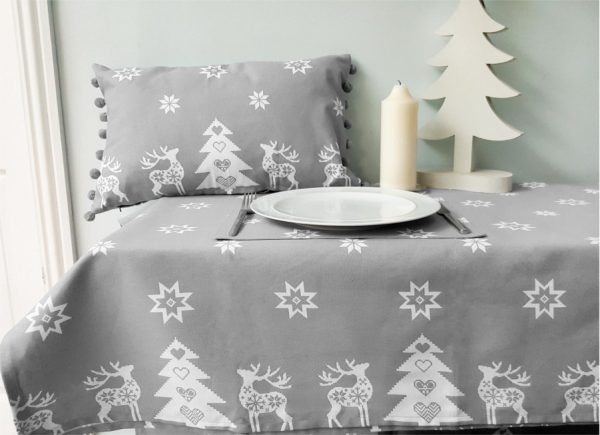xmas tablecloth with cushion and placemat